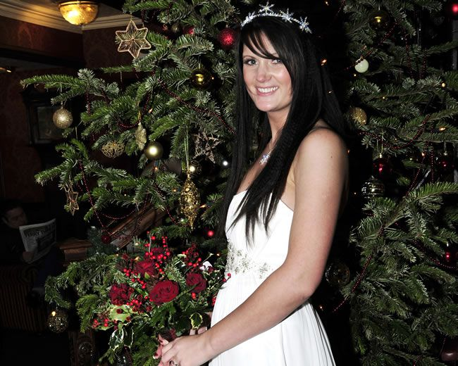 how-to-have-a-fabulously-festive-christmas-wedding-studiolux-co_-uk_lux1127-f